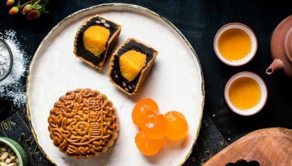 old-seng-choong-red-bean-paste-with-orange-and-lemon-peel-pine-nuts-and-yolk-blend
